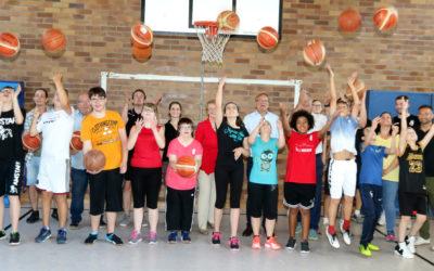 """Inklusionsprojekt von Brose Bamberg: """"Basketball verbindet"""" am DG"""