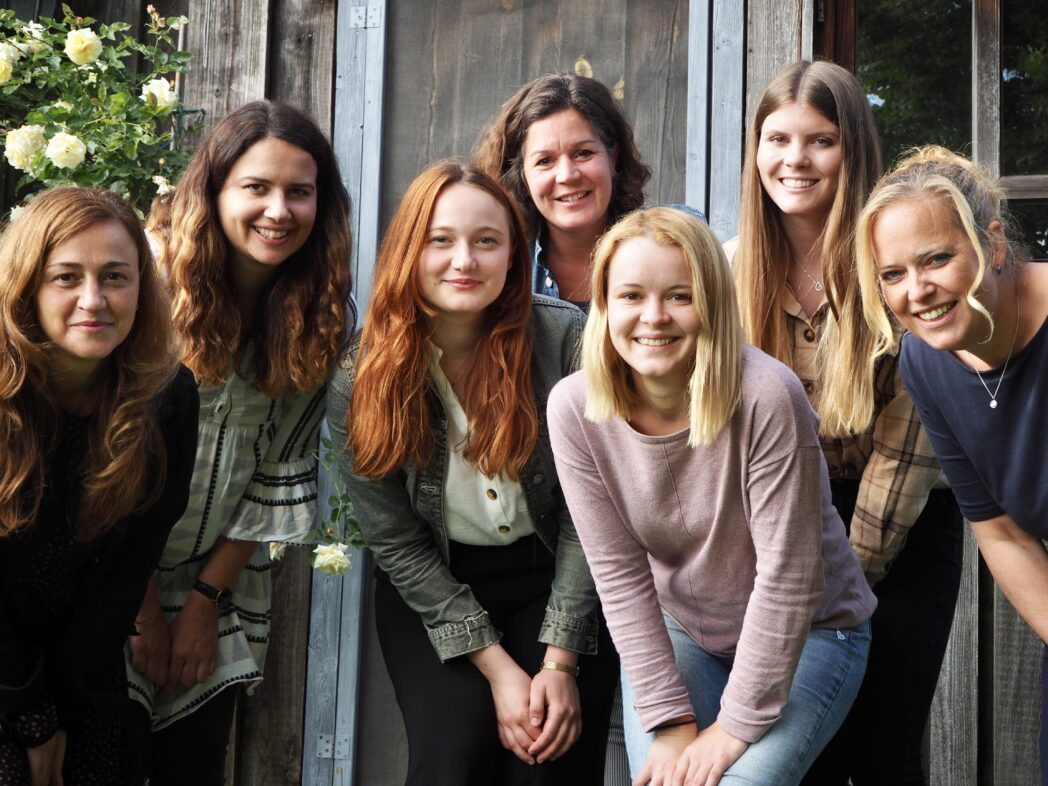 Das OGTS-Team:  (Von links nach rechts:) Petronela Guth, Eva Obereisenbuchner (Verbindungslehrerin), Ceren Yildiz, Katja Gese-Singer (OGTS-Leitung), Kristina Kroll, Alexandra Ulherr, Tanja Sirch (Sozialpädagogin)